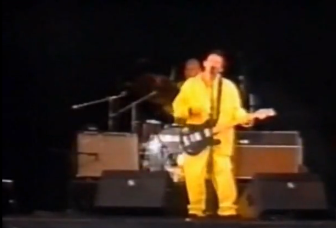 1996年的Pinkpop Festival上腰腰被一台Fender Twin和一台Vox AC30左右夹腰。
