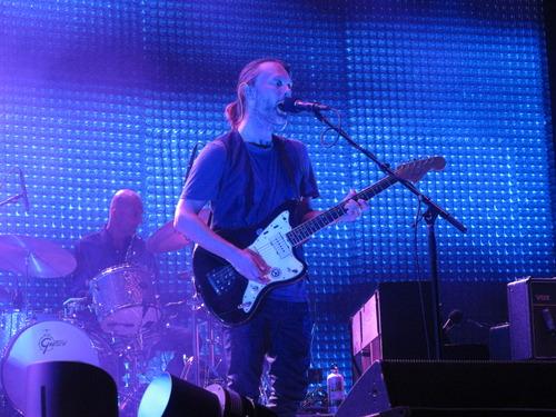 Thom在2012年演奏这把吉他(来源)