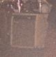 可在这张图左侧靠近鼓组的地方看到这台音箱。