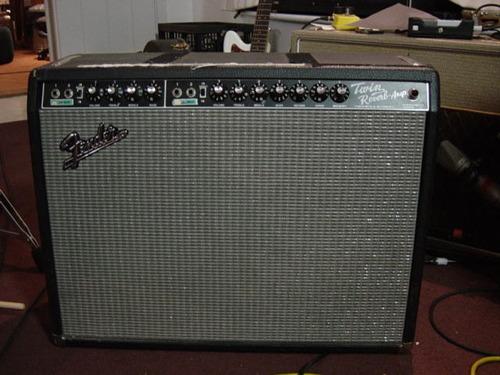 没被卖掉的Fender Twin,大约摄于2008年。(来源)