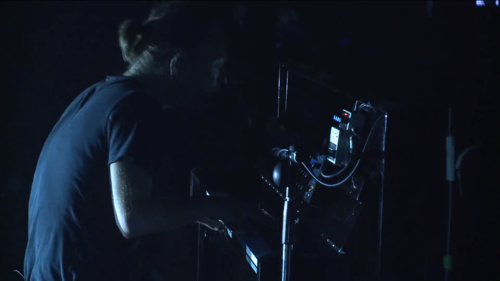 2013年的Atoms for Peace巡演中的Tetra和DD7。