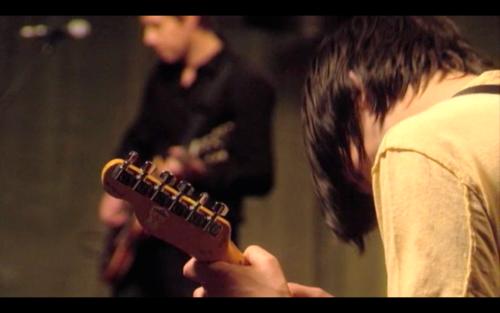 In Rainbows Basement sessions中一个拍到Jonny这把Telecaster Plus琴头背面的镜头。