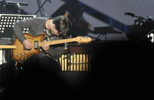 Jonny在波兰文化大会?上用这把Starcaster来演奏Steve Reich的作品Electronic Counterpoint。