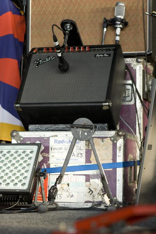 使用Audix OM3来拾音的Fender Eighty-Five音箱。
